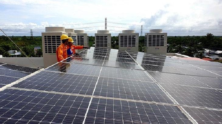 """Xử lý tấm thu năng lượng mặt trời hết hạn: Biến rác thải thành… """"tiền"""""""