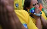 """Cổ động viên Brazil buồn bã chia tay giấc mơ """"Hexa"""""""