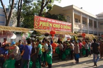 tp hcm phien cho 0 dong hinh thuc tang qua nhan van