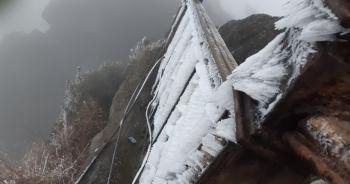 Băng giá bao phủ chùa Đồng - Yên Tử và nhiều đỉnh núi ở Bình Liêu