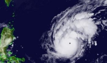 Siêu bão Goni giảm cấp khi vào Biển Đông, dự báo vị trí đổ bộ gần giống bão số 9