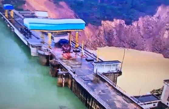 Sạt lở 5.000m3 đất đá cạnh chân đập thủy điện Hương Điền