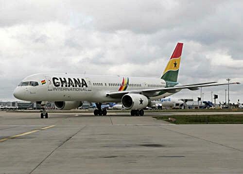 Ghana gửi một… máy bay tiền thưởng sang Brazil