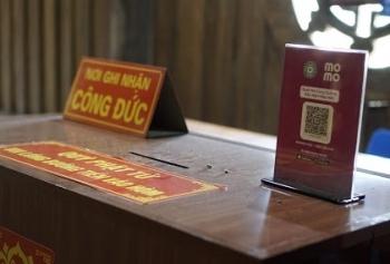 Phát tâm cúng dường qua ví điện tử: Có giảm tính thiêng của đức Phật?