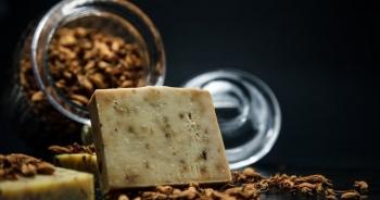 Bánh xà phòng đắt nhất thế giới làm từ... vàng và bột kim cương