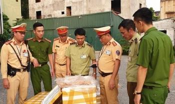 canh sat truy duoi xe container cho gan 30 tan noi tang