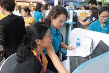 vietnam airlines bo phu thu dich vu ban ve tren website