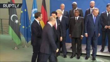 Lãnh đạo thế giới dáo dác tìm Putin