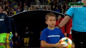 C.Ronaldo cán mốc 700 bàn thắng, Bồ Đào Nha vẫn thua Ukraine