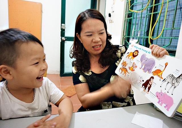 Cậu bé 5 tuổi ở Hà Tĩnh nói tiếng Anh như gió